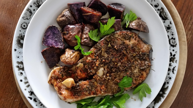 salmone e patate viola